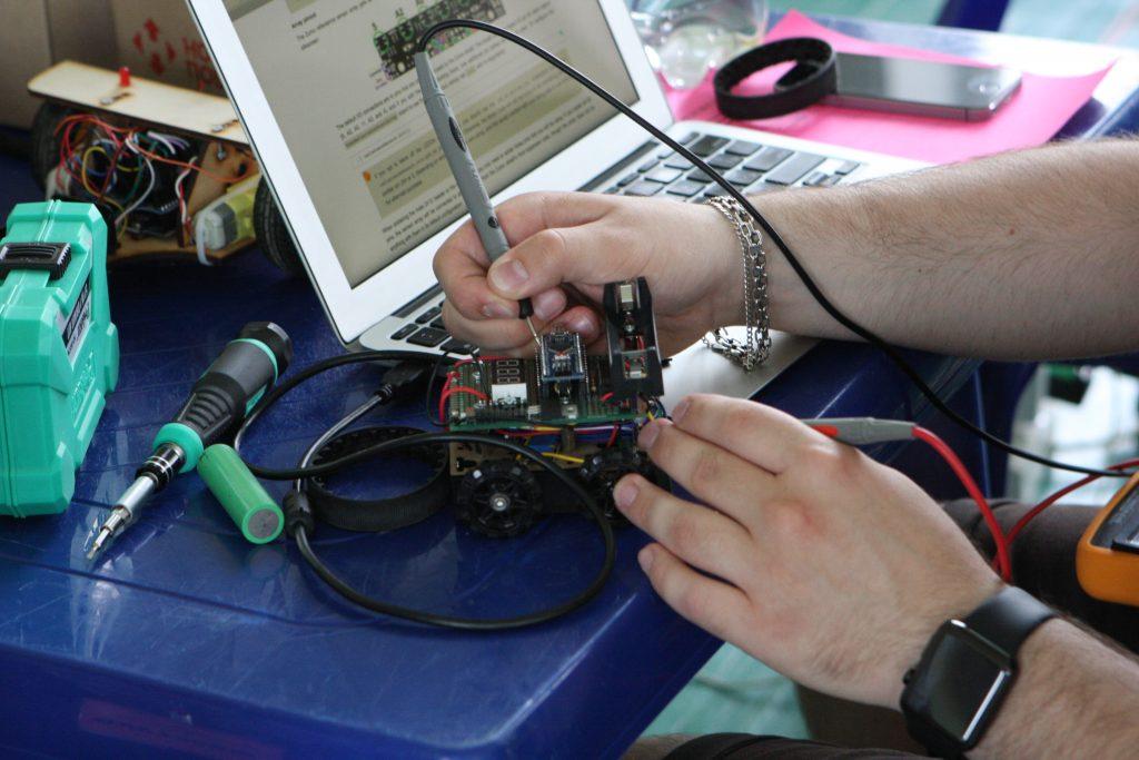 В ХНУРЭ прошла олимпиада по программированию мобильных роботов