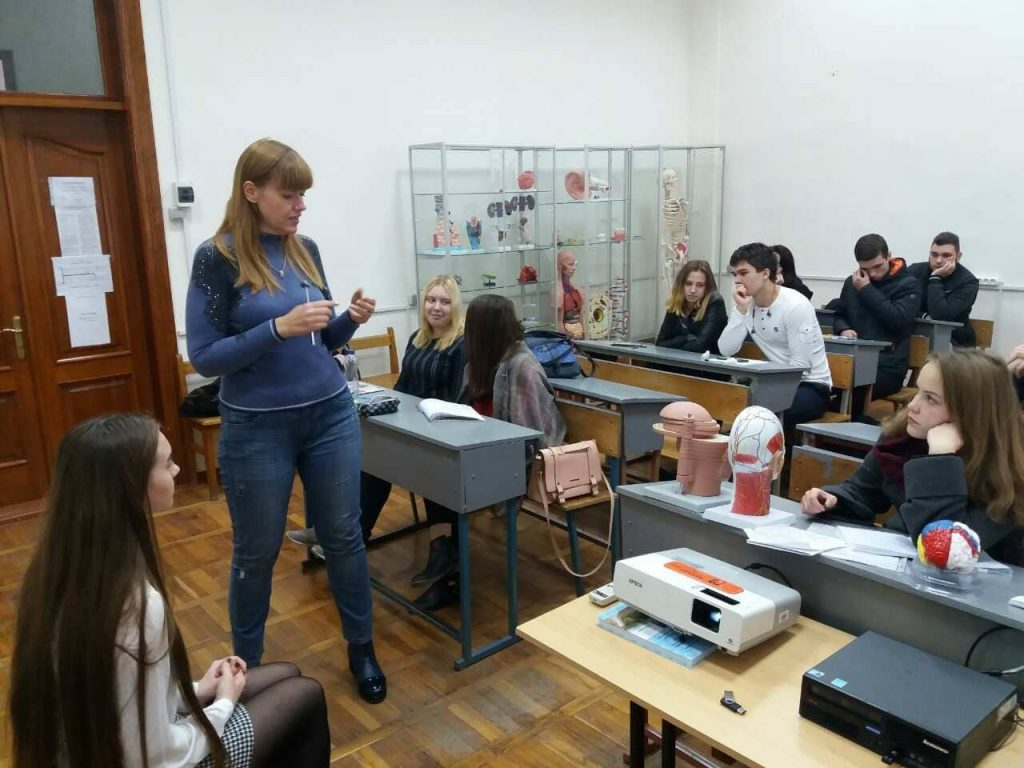 Доцент кафедры неврологии медицинского университета провела лекцию для студентов БМИ