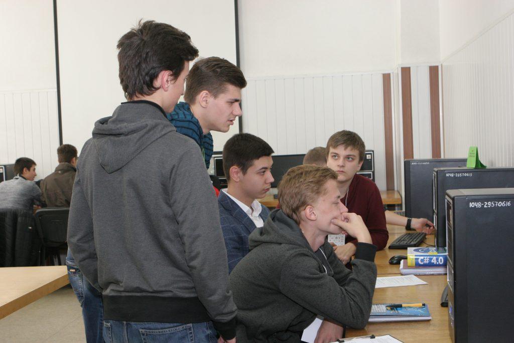 В ХНУРЭ проходит городской турнир юных информатиков
