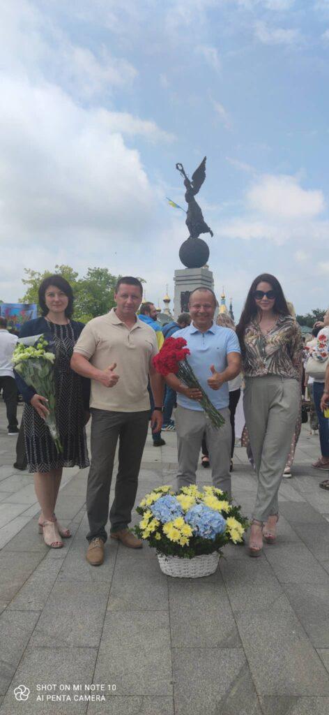 Василий Россихин принял участие в возложении цветов в честь Дня Конституции Украины