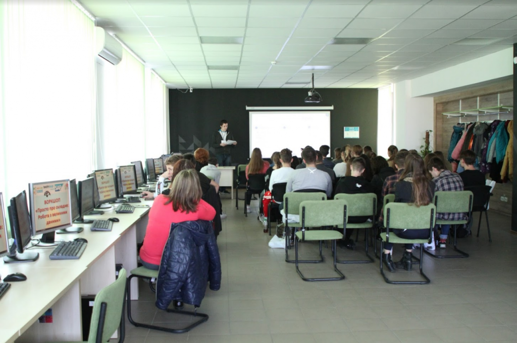 """NURE held a workshop for schoolchildren """"Just about difficult: Working with big data»"""