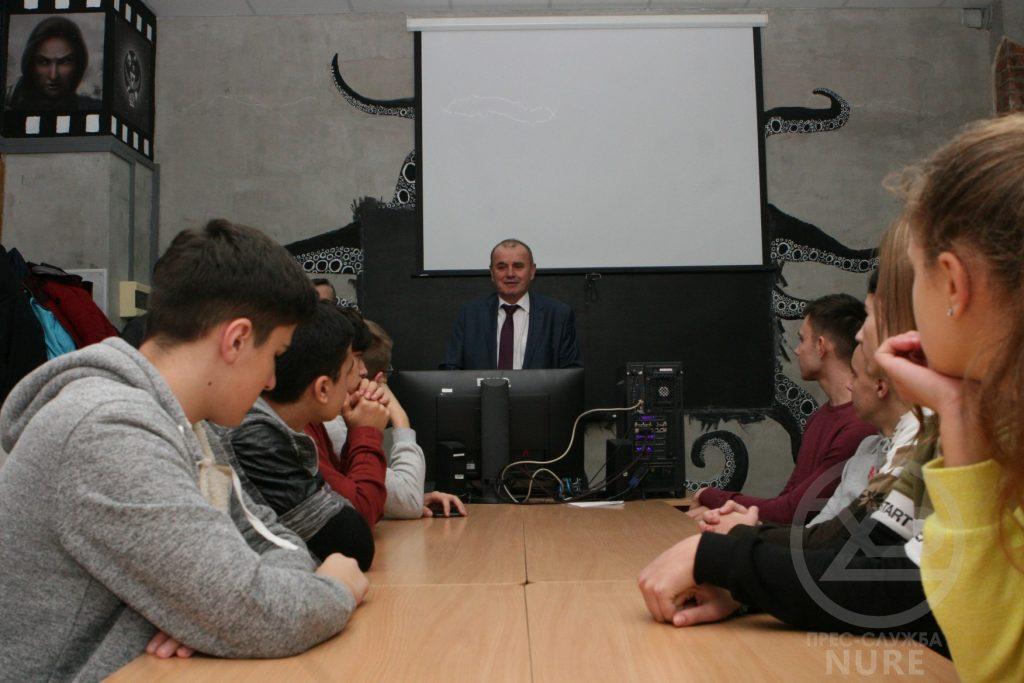 На базі кафедри ПІ ХНУРЕ стартували заняття у гуртку «Юний IT-шник»