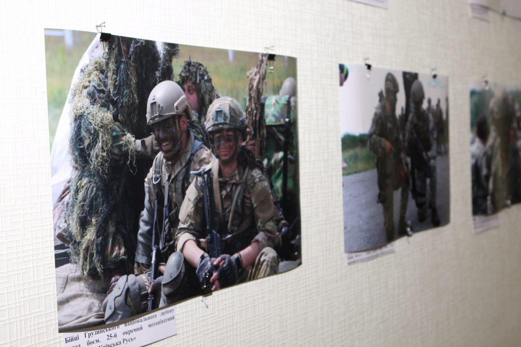 В ХНУРЭ стартовала выставка «АТО: под прицелом объектива»