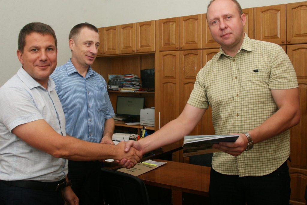 Професора кафедри ІКІ нагородили сертифікатом на туристичну подорож