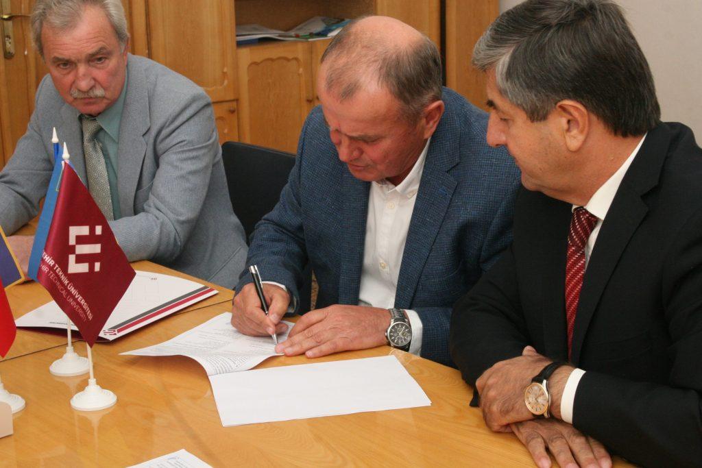 Валерій Семенець підписав угоду про співпрацю з Технічним університетом Ескішехіра