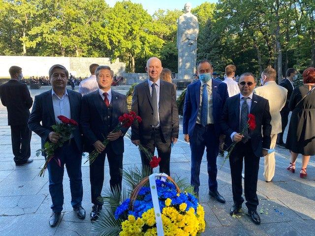 Vice-Rector of NURE took part in laying flowers on the occasion of the City Day