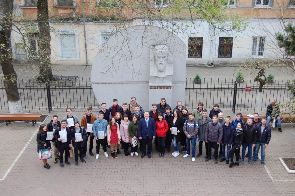 Студенты ХНУРЭ показали высокий уровень знаний во II туре Всеукраинской студенческой олимпиады по телекоммуникациям