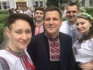 ХНУРЕ відсвяткував День вишиванки смаколиками та флешмобом