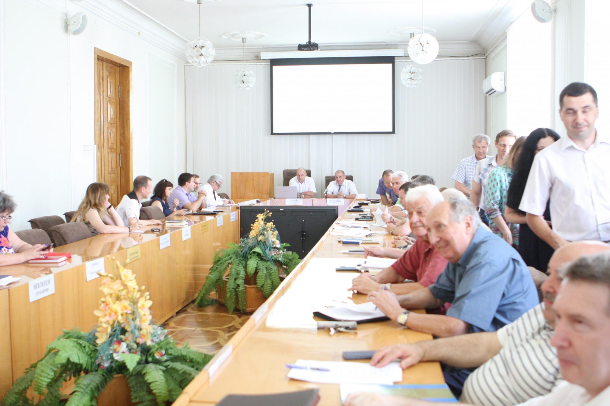 Валерій Семенець вручив нагороди студентам та науковцям ХНУРЕ