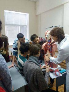 Доцент кафедры биохимии ХНМУ провела лекцию для студентов БМИ