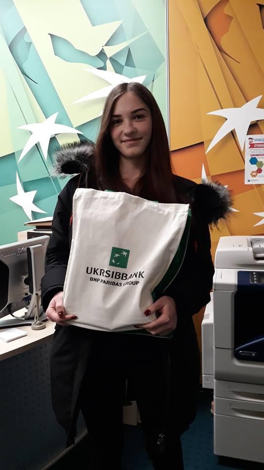 Студентка ХНУРЕ отримала головний приз від UKRSIBBANK за високий рівень знань