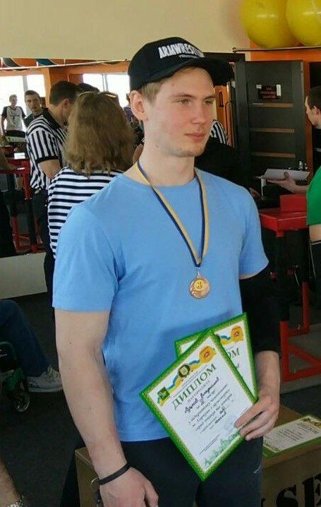 Студент ХНУРЭ в тройке лучших на городских соревнованиях по армспорту