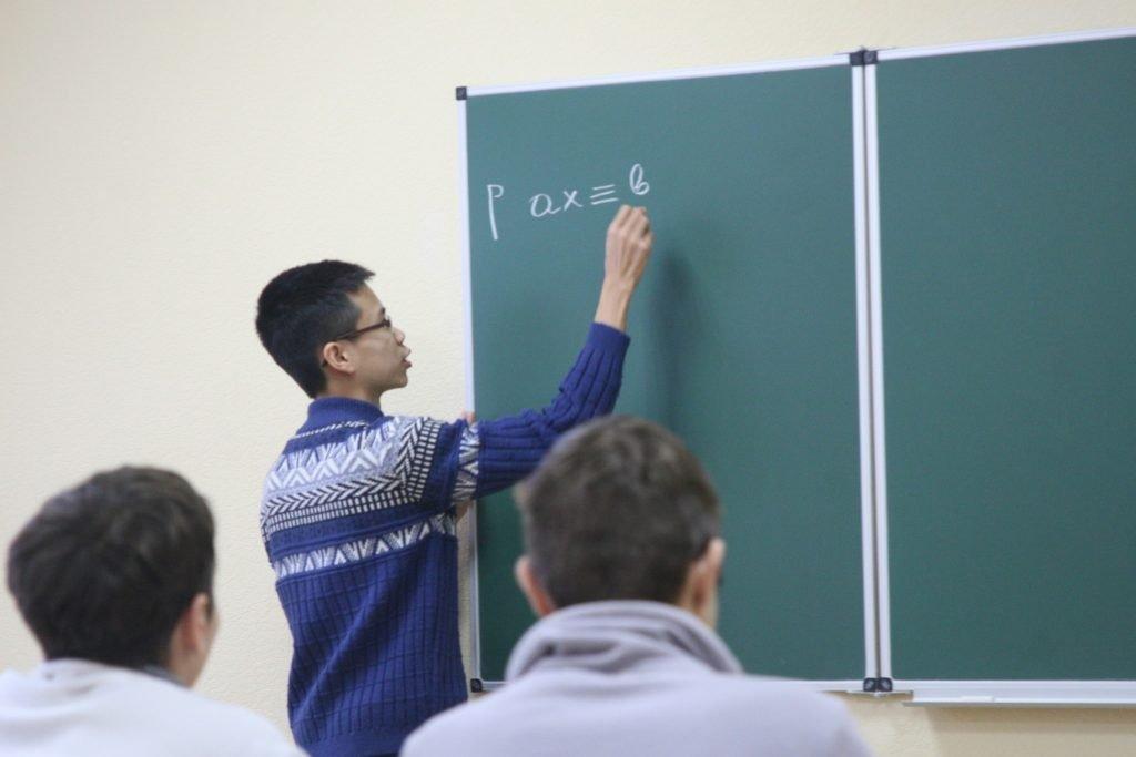 У ХНУРЕ відкрилась Всеукраїнська зимова математична школа